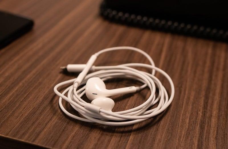How To Use Lightning Headphones On Laptop Red Diamond Audio
